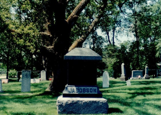Holden West Cemetery - with the Jacobsen marker  --  med Jacobsens gravstein.